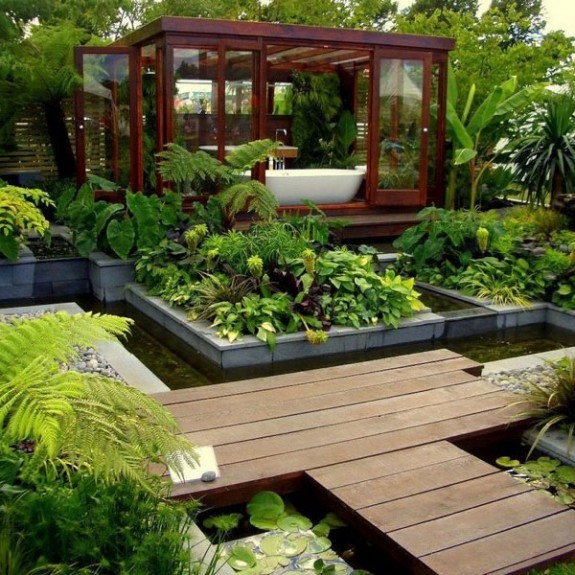 Unusual Bathroom Designs: Garden